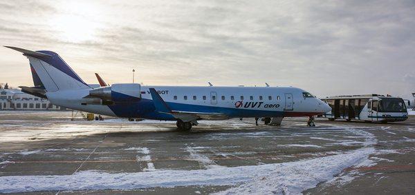 самолет ЮВТ в аэропорту Нижневартовска